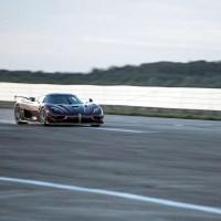 Koenigsegg bate recorde do Bugatti Chiron ao atingir os 400 km/h e parar