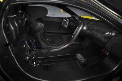 High Tech 2015: Das Cockpit des P1 GTR umschließt den Fahrer mit Carbon. Die Bedienelement sind stark reduziert, vieles tummelt sich auf dem Lenkrad. (Werksfoto)