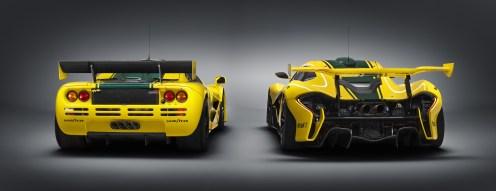 Die Hinterteile beider Boliden sind Sinnbild für den technischen Fortschritt in der Automobiltechnik und in der Aerodynamik. F1 GTR links, P2 GTR recht. (Werksfoto)
