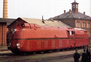 Rote Rekord-Dampflok mit Stromlinienverkleidung Baureihe 05 der Deutschen Reichsbahn