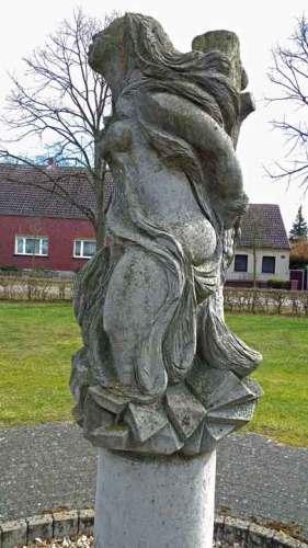 Denkmal für die Butterhexe in Semlin, der letzten in Brandenburg verbrannten Hexe