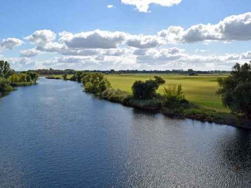 Bild der Flusslandschaft bei einer Motorradtour an der Havel