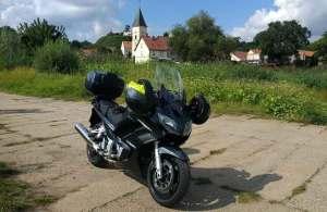 Bild von einem Motorrad Yamaha FJR 1300 in Lebus an der Oder bei einer Motorradtour Spree-Oderland