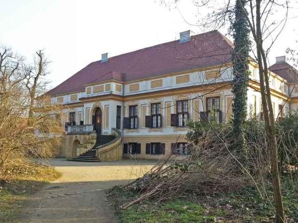 Schloss Caputh mit Schlosstreppe, vom Park aus gesehen