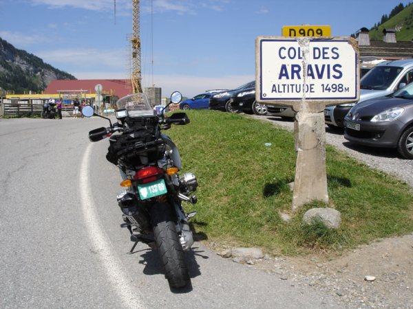 BMW R 1200 GS auf dem Col des Aravis in den französischen Westalpen bei einer Motorradtour zum Kleinen St Bernhard
