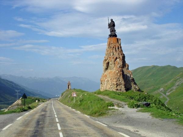 Denkmal des Heiligen Bernhard auf der Passhoehe des Kleinen St Bernhard