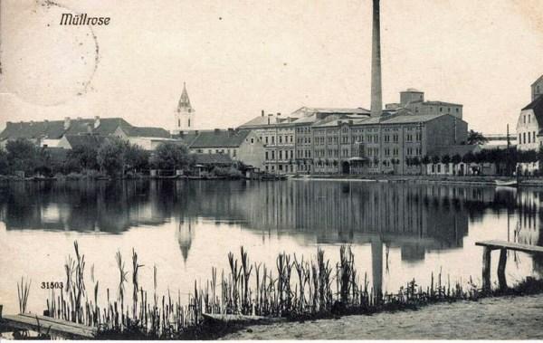 Wassermuehle Müllrose mit dem Grossen Müllroser See im Vordergrund auf einer historischen Aufnahme