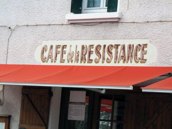 Café de la Resistance, besucht bei einer Motorradtour durch den winterlichen Vercors