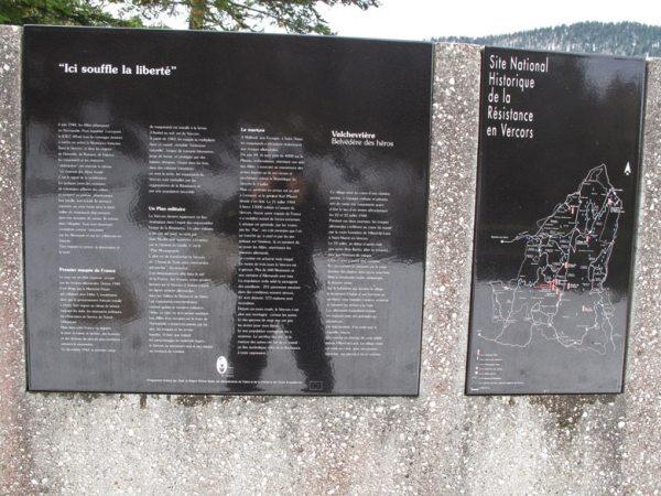 Schwarze Resistance Gedenktafel im Vercors bei Grenoble