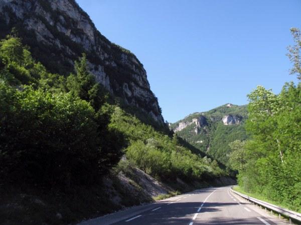 Motorradtour durch den Französischen Jura: Cluse des Hôpiteaux im Département Ain in Frankreich