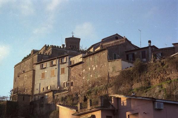 Motorradtour Toskana - Rom: Altstadt von Sutri in Latium mit Festung und Kirche
