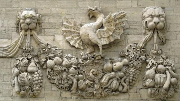 Schmuckdetail am Papstpalast von Avignon