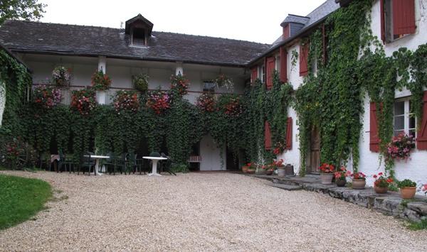 Hotel in Arudy in den französischen Pyrenäen, eingerichtet in einem steinernen Bauernhaus aus dem 17. Jahrhundert