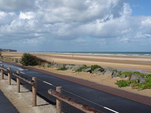 Omaha Beach in der Normandie mit Blick nach Westen