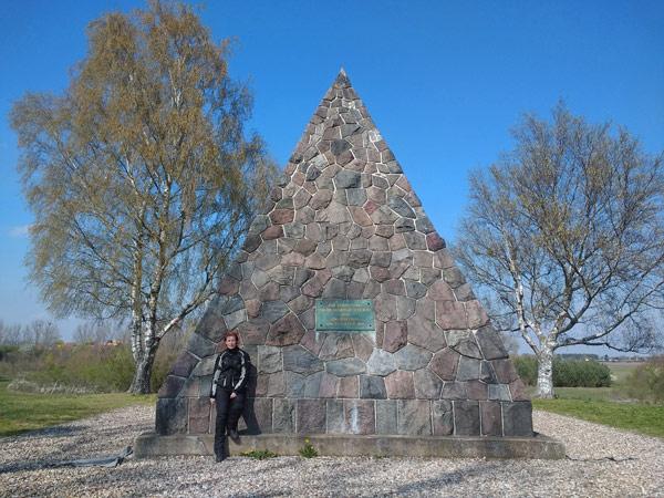 Bülow-Pyramide in Großbeeren als Ausgangspunkt zu einer Motorradtour zur Dahmequelle
