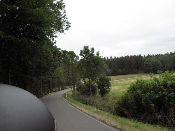 Landstraße im Thüringer Wald