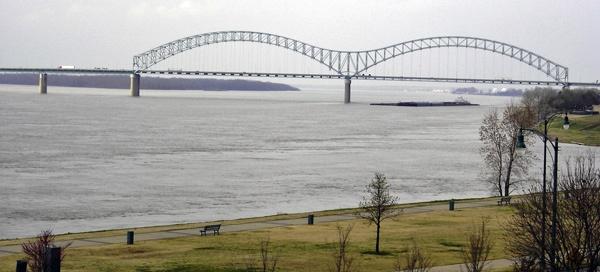 Brücke, auf Motorradtouren: Hernando de Soto Bridge bei Memphis, TN