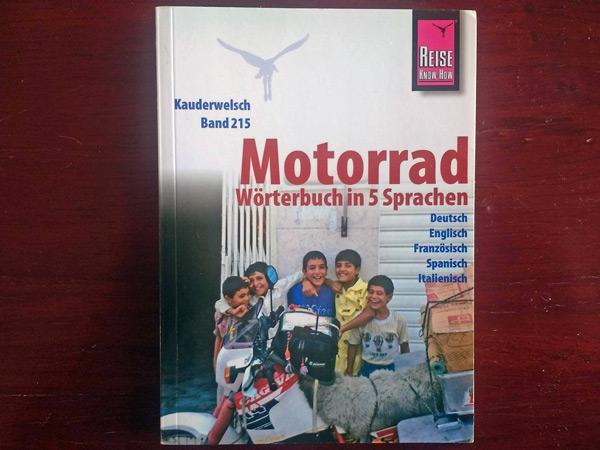 Das Motorrad-Wörterbuch zeigt, daß Sprachen lernen für die Motorradtour wichtig ist