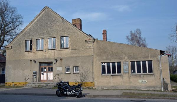 Kneipensterben auf dem Lande: Aufgegebenes Wirtshaus in Protzen, Lkr. Ostprignitz-Ruppin, Brandenburg