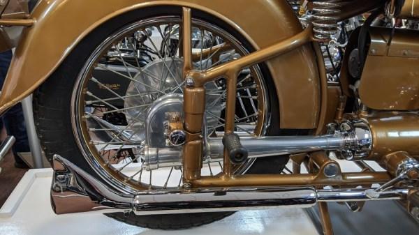 Brough Superior Golden Dream: Teilansicht Kardan und Auspuff