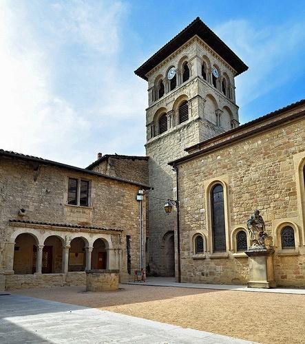 Kollegatsstift St. Donat-sur-l'Herbasse Hof und Turm