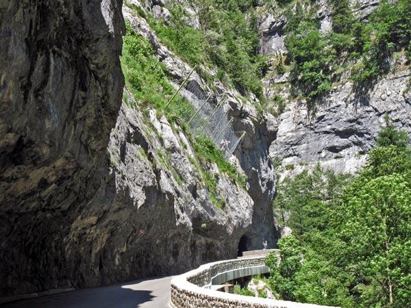 Sommer-Motorradtour in den Vercors: Tunnelstrasse im Vercors