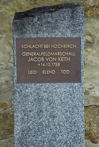 gedenkstein fuer den in der schlacht von hochkirch 1758 gefallenen generalfeldmarschall jakob von keith