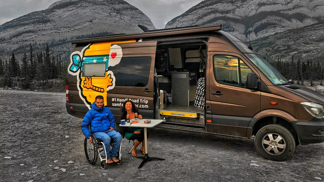 Tétraplégique, un ancien athlète parcourt le monde en Mercedes Sprinter 4×4