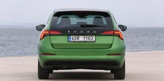 SKODA SCALA bénéficie d'une vitre arrière prolongée et le SKODA KAMIQ de roues de grande taille