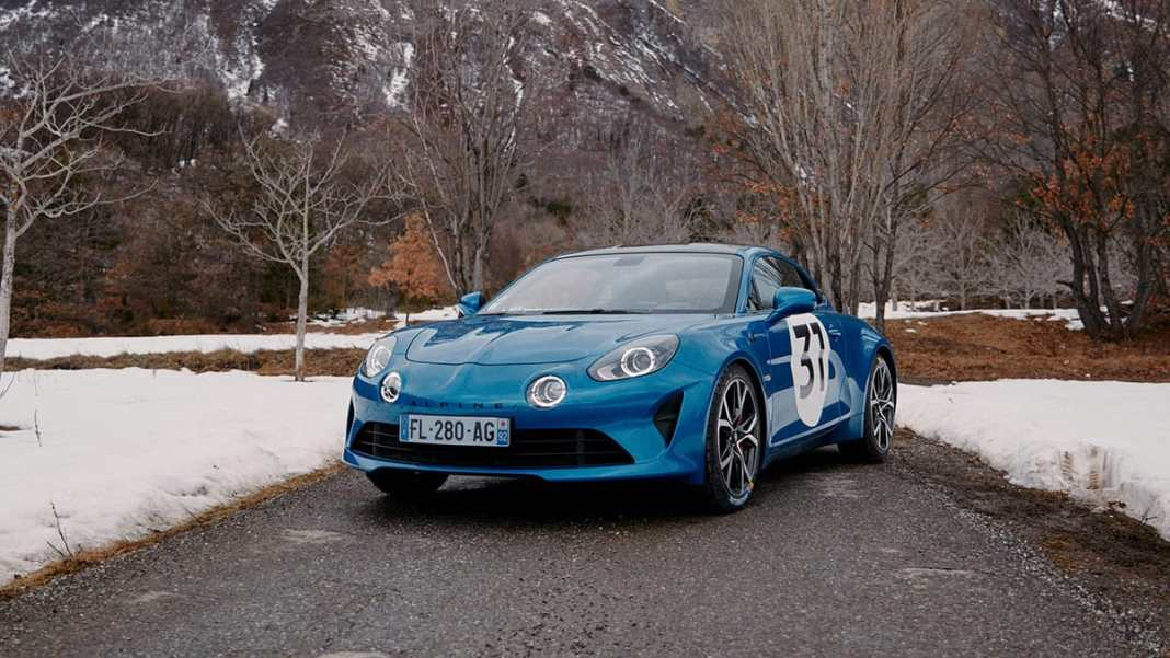 Esteban Ocon et lAlpine A110S lassaut du Rallye Monte-Carlo 2021
