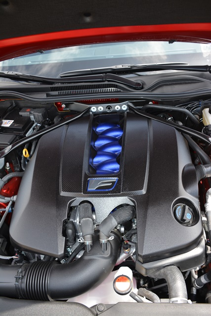 Detalle del V8 de 5.0 litros,