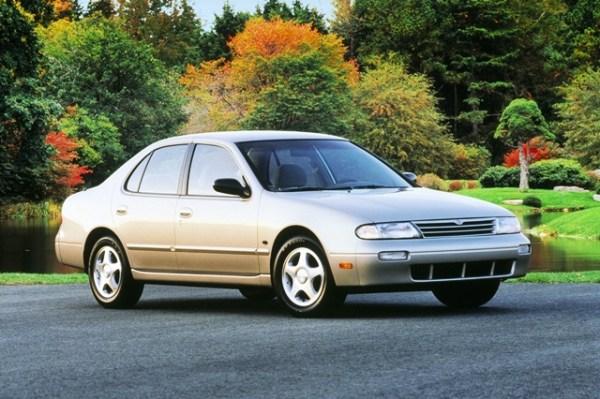 El modelo de primera generación tuvo un diseño demasiado sobrio. Foto: Nissan