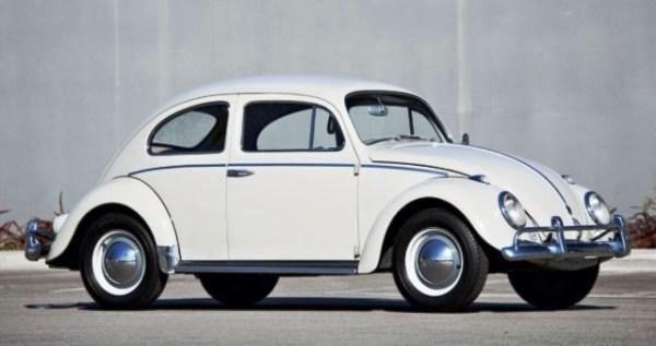 f0f525dd2 Este Volkswagen Beetle de 1960 alcanzó los $121,000 en una subasta reciente  en Amelia Island.