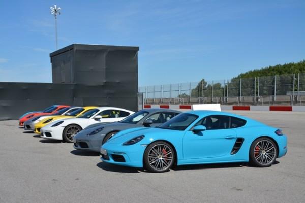 Ese llamativo color azul se llama Miami Blue y el 718 Cayman es el primer Porsche en obtenerlo luego del 911.