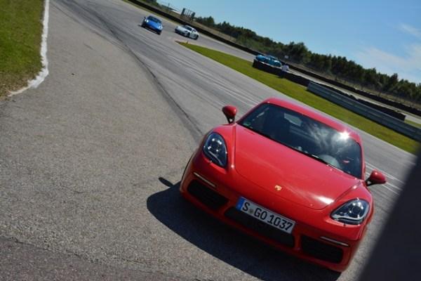 Para estrenar el modelo cupé de la línea 718 de Porsche, el 718 Cayman, fuimos hasta Suecia. Allí lo probamos en la pista Sturup Raceway. FOTOS: Andrés O'Neill, Jr.