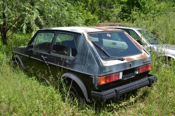 ¡Cuántos quisieran rescatar y restaurar este Volkswagen GTI de primera generación. Fue uno de los mejores tesoros que encontré en el junker Town and Country en Ann Arbor, Michigan. Vean el vídeo para que se enteren de qué me pasó allí y de paso, aprecien otros tesoros que encontré allí. Fotos y vídeo: Andrés O'Neill, Jr.