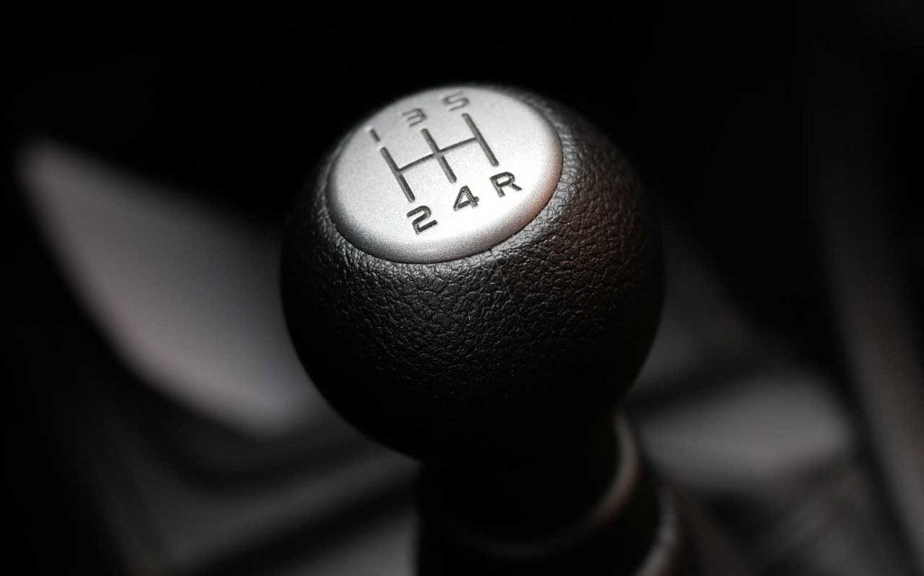 Why You Should Drive A Car With A Manual Gearbox - Gear Shifter