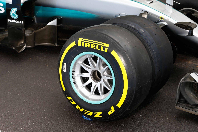 pirelli-test-mercedes-front