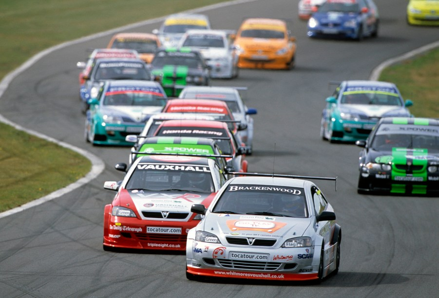 2003 British Touring Car Championship Donington Park, England. 6th - 7th September 2003 Race action. World Copyright: Malcolm Griffits/LAT Photographic ref: 35mm Image A04