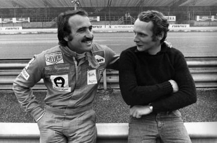 I piloti della Ferrari Clay Regazzoni e Niki Lauda a metà anni Settanta (LaPresse)