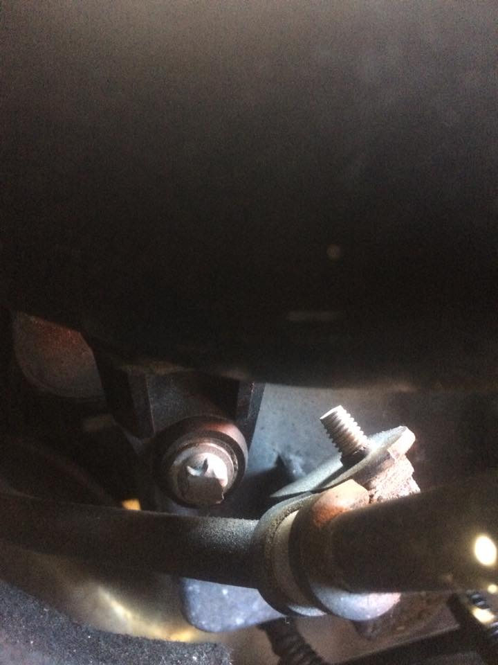 E10 screw under intake