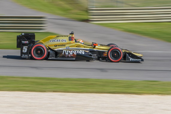 James Hinchcliffe (5) prepares to enter turn 12 during the Honda Grand Prix of Alabama at Barber Motorsports Park, , Sunday, April 24, 2016, in Birmingham, Alabama. (Matthew Bishop)
