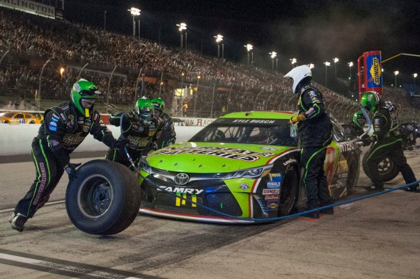 Kyle Busch (18) gets four tires and fuel during the 2016 Southern 500 in Darlington, Sc, Sunday, September 4, 2016.