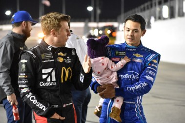 Jamie McMurray and Kyle Larson discussing before strapping into their cars.