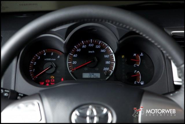 2013-05-16 TEST Toyota Hilux SRV 4x4 AT 043