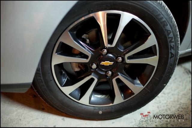 2013-08 TEST Chevrolet Onix Motorweb 19 copy
