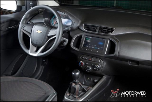 2013-08 TEST Chevrolet Onix Motorweb 20 copy