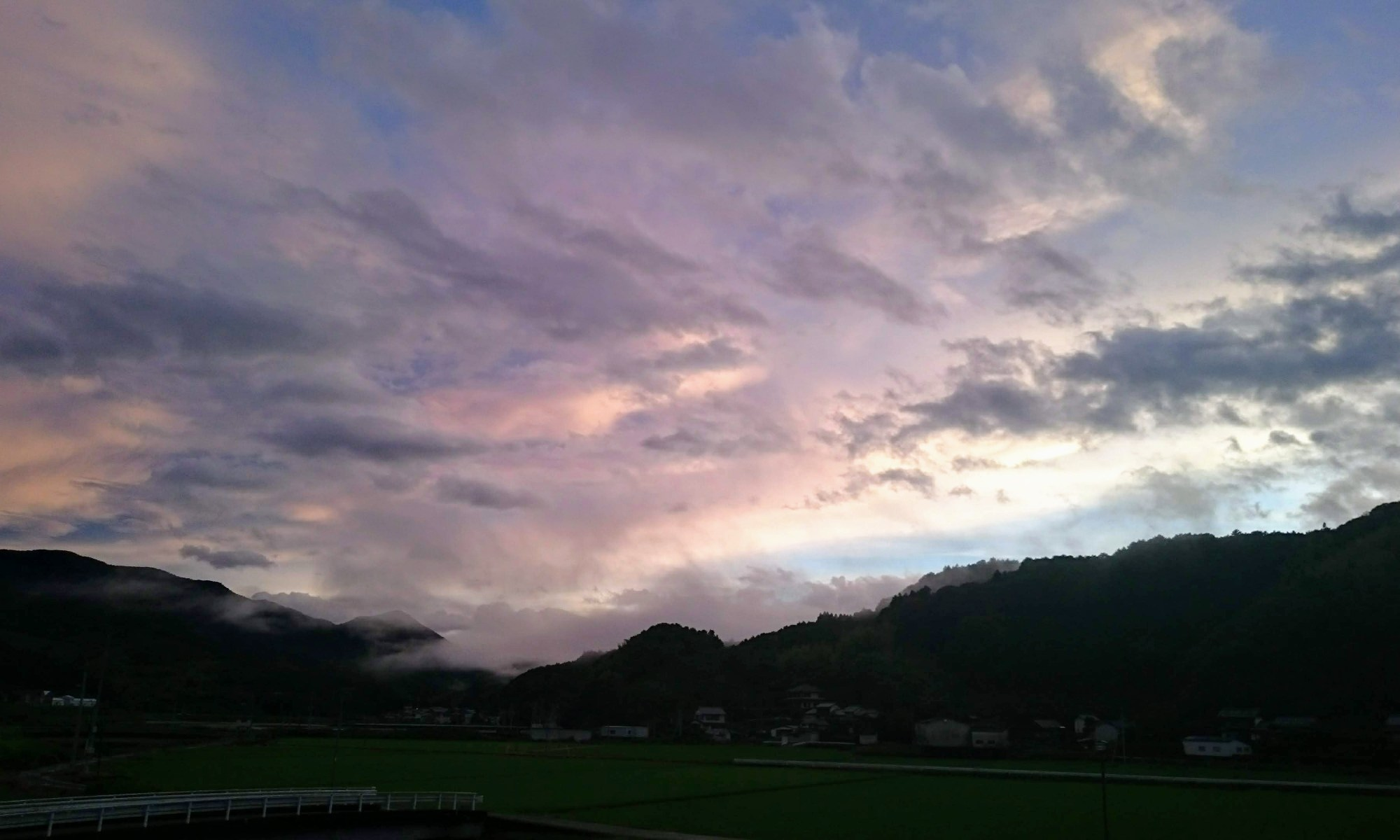 雨上がりの日高村沖名