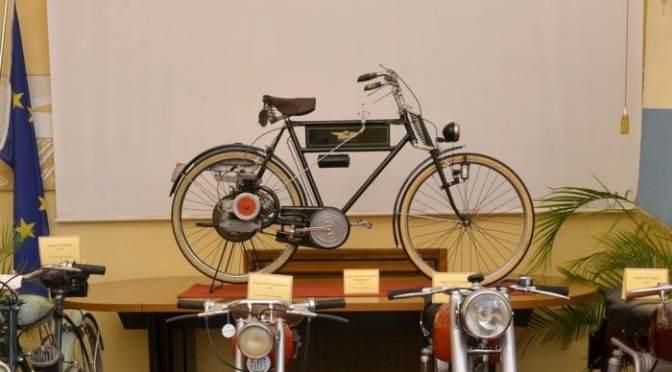 Exposición de la Moto Alpino. Stradella, Italia