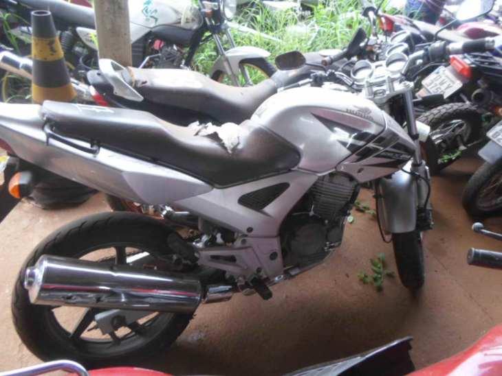 Leilão do DETRAN tem Honda CBX 250cc Twister a R$ 100 reais